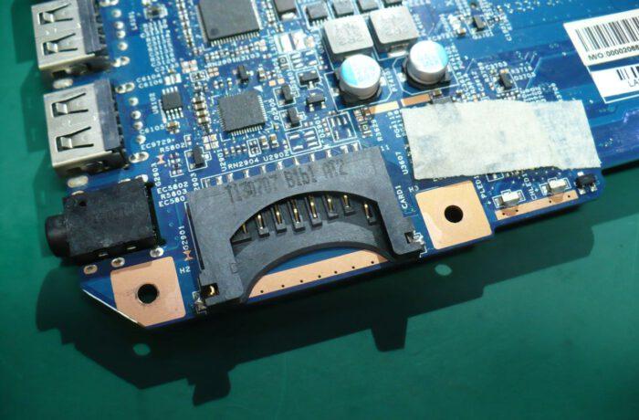 Wymiana uszkodzonego gniazda kart SD